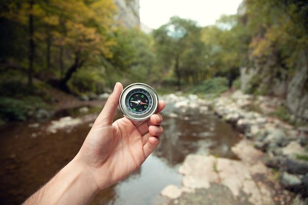Kompas ręka człowieka