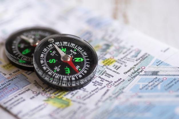 Kompasy z niewyraźną mapą