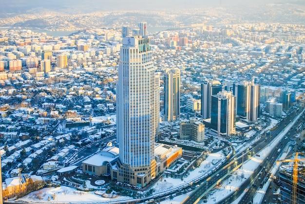 Kompleks handlowo-rozrywkowy sapphire otworzył się na publiczny taras widokowy na najwyższym piętrze budynku.