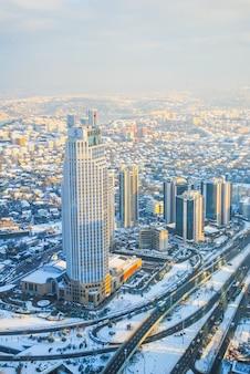 Kompleks handlowo-rozrywkowy sapphire został otwarty na publiczny taras widokowy na najwyższym piętrze budynku.