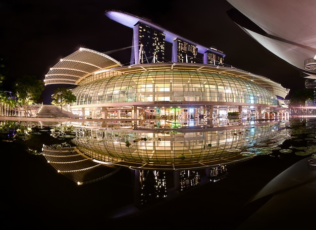 Kompleks marina bay sands z odbiciem, singapur