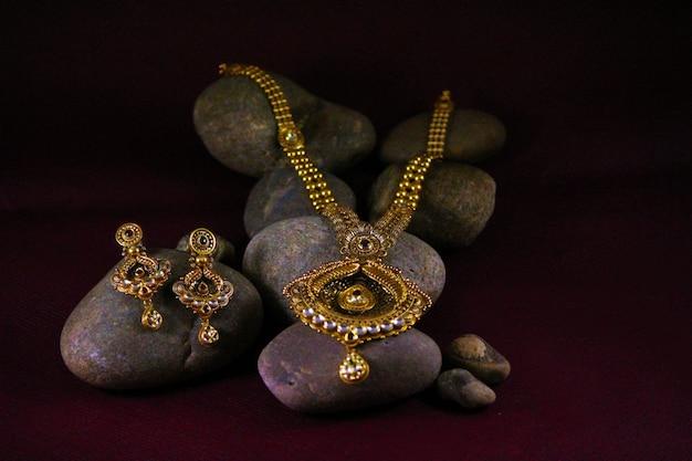 Komplet biżuterii indyjskiej z kolczykiem