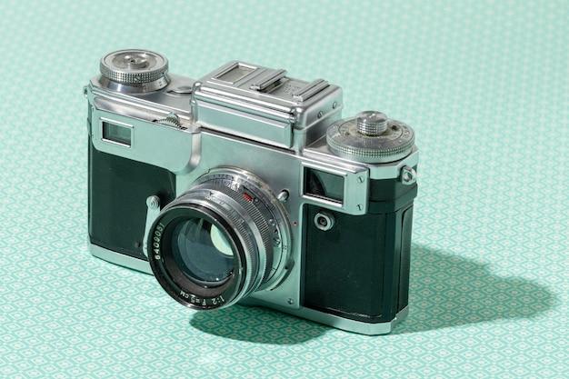 Kompozycja aparatu vintage z dużym kątem