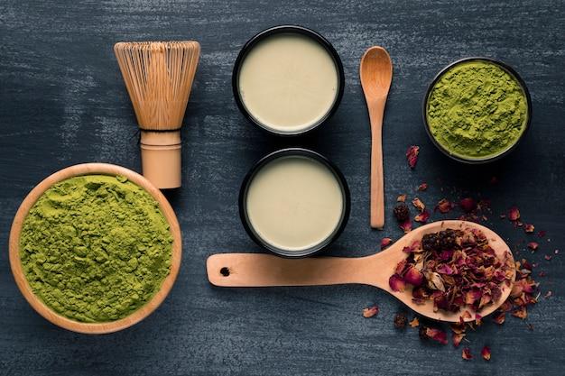 Kompozycja aranżacji herbaty matcha