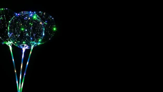 Kompozycja Balonów Ze światłem W Ciemności Darmowe Zdjęcia