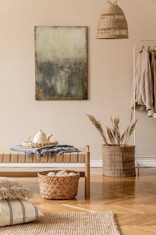 Kompozycja boho salonu z meblami, obrazami, rattanową dekoracją i eleganckimi dodatkami osobistymi.