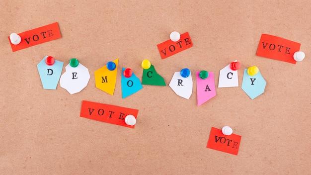 Kompozycja demokracji w stylu papieru z widokiem z góry