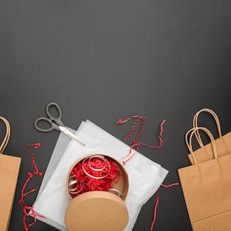 Kompozycja do pakowania prezentów z miejsca na kopię
