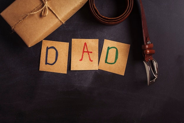 Kompozycja dzień ojca z paskiem