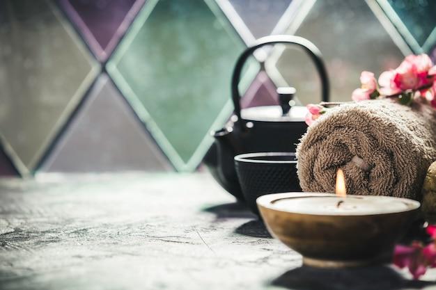 Kompozycja herbaty i spa. naturalne kosmetyki i koncepcja odnowy biologicznej.