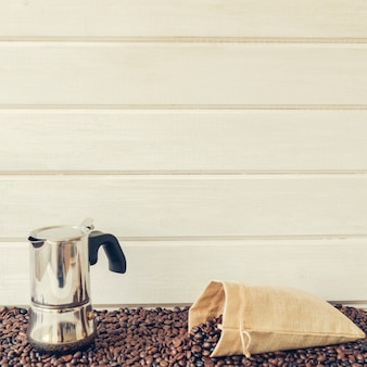 Kompozycja kawy z mokką pot i worek