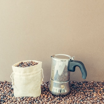 Kompozycja kawy z worek i moka pot