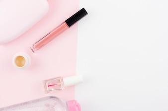 Kompozycja kosmetyków w różowych kolorach