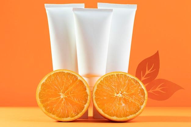 Kompozycja kosmetyków z pomarańczami