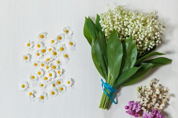 Kompozycja kwiatowa oryginalna kompozycja kwiatowa jest bukiet konwalii