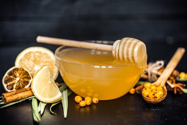 Kompozycja miodu z cytryną