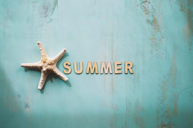 Kompozycja morska z literami lato