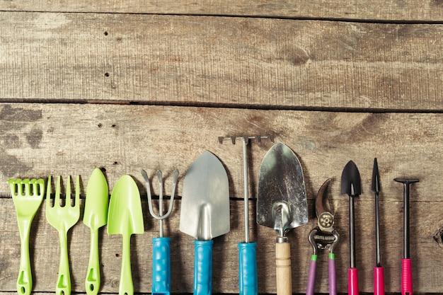 Kompozycja narzędzi ogrodowych