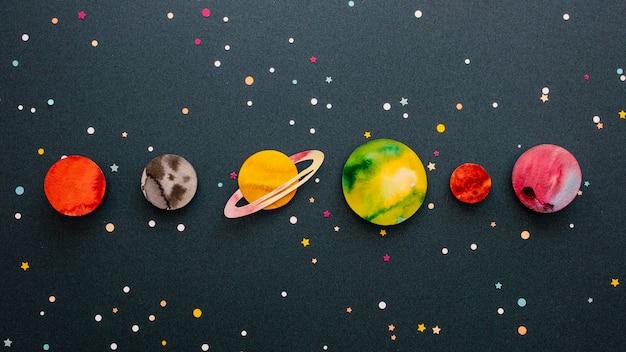 Kompozycja Płaskich Planet Kreatywnych Papieru Premium Zdjęcia