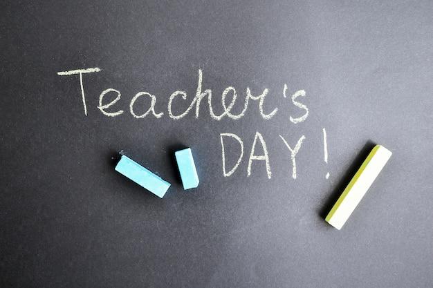Kompozycja płasko świecka napis dzień nauczyciela o