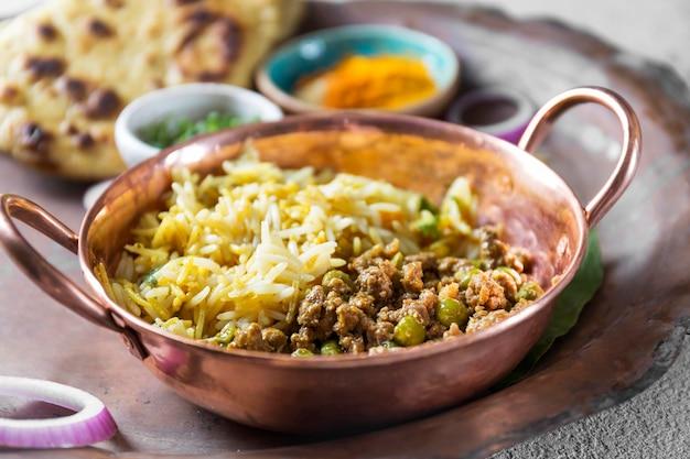 Kompozycja pod dużym kątem różnych smakołyków z pakistanu