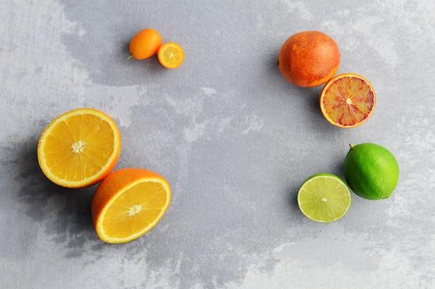 Kompozycja pomarańczy, kumkwatu, limonki i czerwonej pomarańczy
