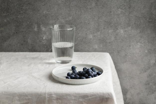Kompozycja pysznego zdrowego posiłku na stole