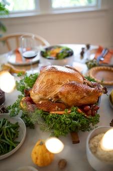 Kompozycja pysznej kolacji z okazji święta dziękczynienia