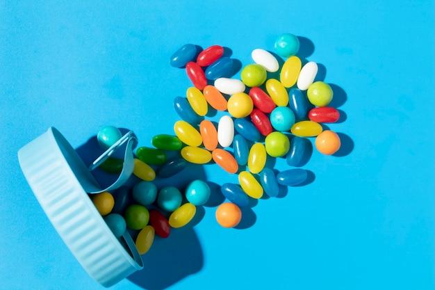 Kompozycja pysznych słodkich kolorowych cukierków