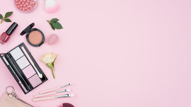 Kompozycja różnych kosmetyków z miejsca kopiowania