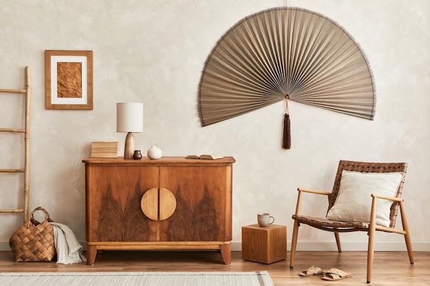Kompozycja salonu z drewnianą komodą i akcesoriami osobistymi szablon kopia przestrzeń