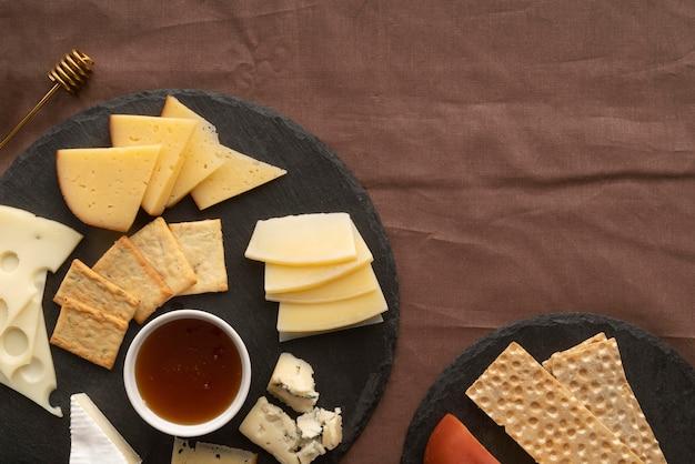 Kompozycja smakołyków piknikowych widok z góry