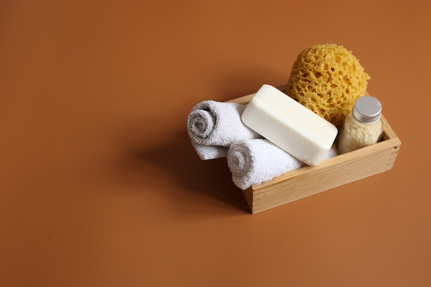 Kompozycja spa z zestawem do higieny osobistej ciała, kopia przestrzeń.
