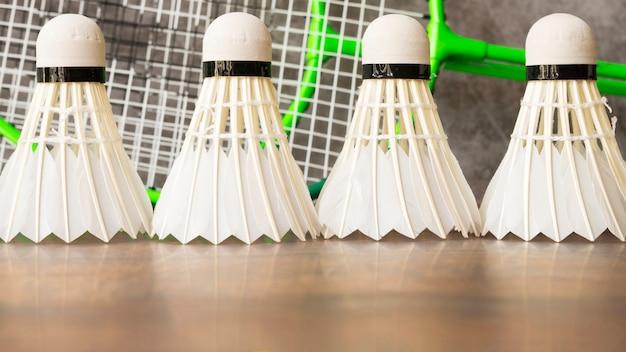 Kompozycja sportowa z elementami do badmintona