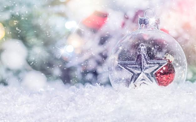 Kompozycja świąteczna. bożenarodzeniowy tło z świąteczną dekoracją. wesołych świąt i szczęśliwego nowego roku.