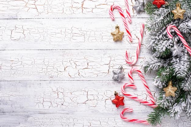 Kompozycja świąteczna z laską cukrową