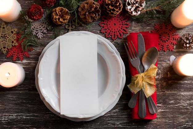 Kompozycja świąteczna zastawa stołowa widok z góry