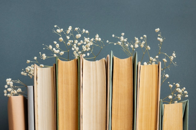 Kompozycja widoku z przodu z różnymi książkami