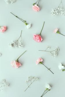 Kompozycja z pięknymi kwiatami