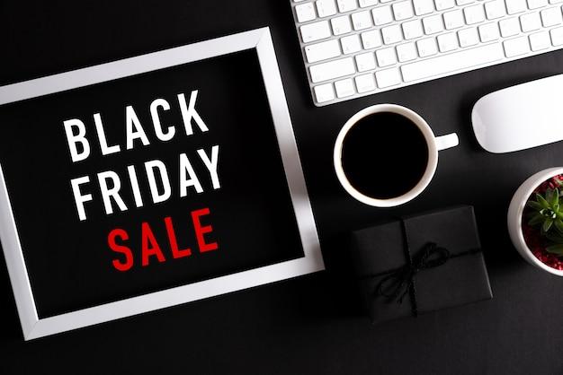 Kompozycja zakupów online i czarny piątek.