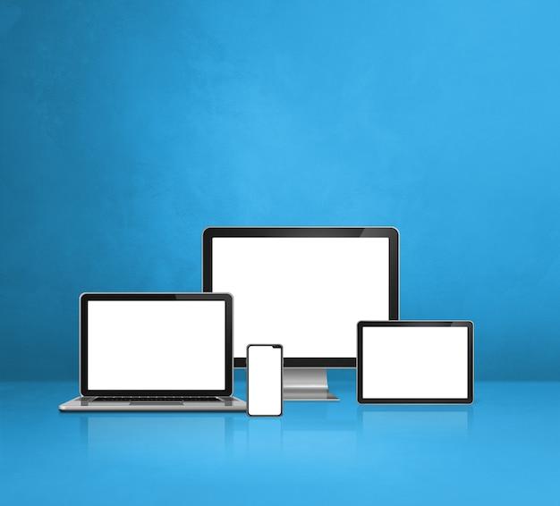 Komputer, laptop, telefon komórkowy i cyfrowy tablet - niebieska ściana biurka. ilustracja 3d