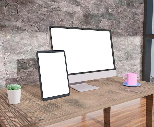 Komputer stacjonarny i tablet w biurze