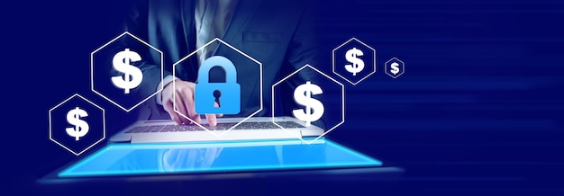 Komputer strony człowieka z zamkiem i znakiem dolara na ekranie