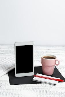Komunikacja bezprzewodowa głos rozmowy wideo pisanie ważne uwagi połączenie globalne połączenia online wyszukiwanie internetowe czytanie poczty e-mail pisanie wydajność biura