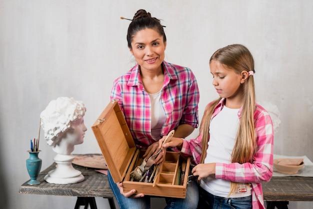 Koncepcja artysty z matką i córką