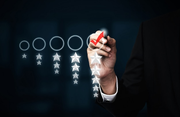 Koncepcja badania opinii zwrotnej na temat satysfakcji klientów.