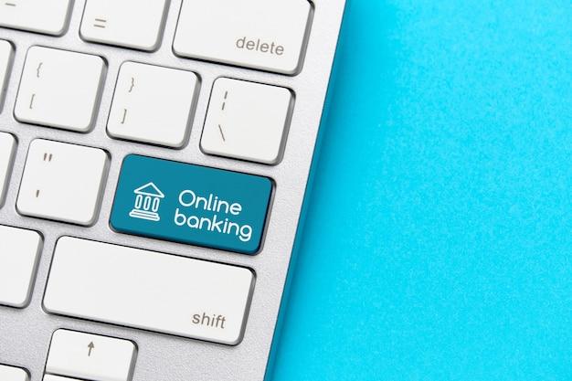 Koncepcja bankowości online na klawiaturze z przyciskiem.