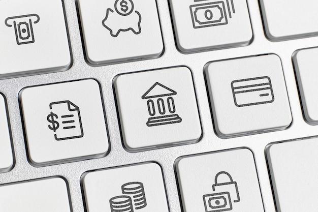Koncepcja bankowości online z usługami i ikonami klawiatury.