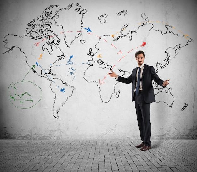 Koncepcja biznesmena, który planuje globalną strategię biznesową i marketingową