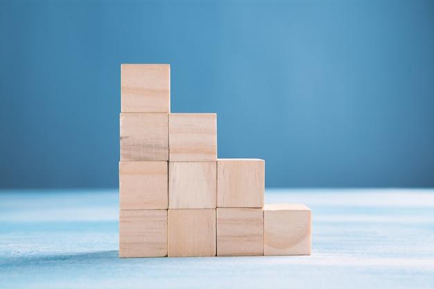 Koncepcja biznesowa ścieżki kariery drabiny i procesu sukcesu wzrostu